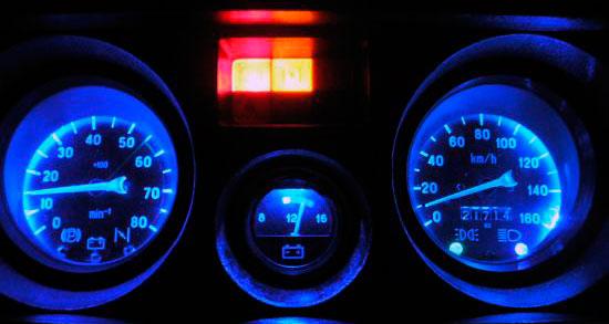 Прибор контроля зарядки аккумуляторной батареи на автомобиле