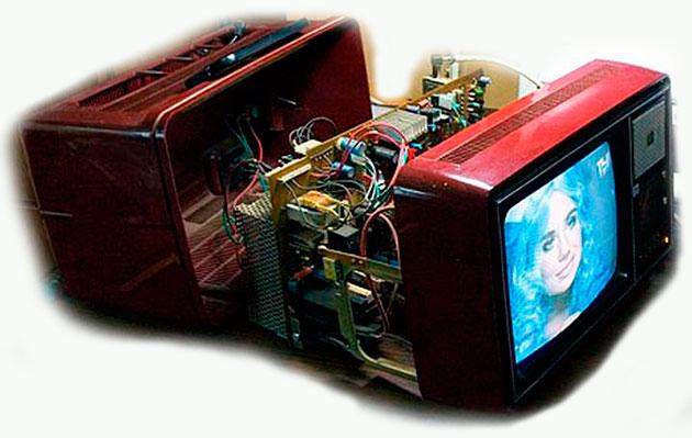 Советский переносной телевизор Электроника Ц431